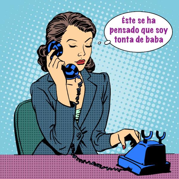 Secretaria hablando por telefono