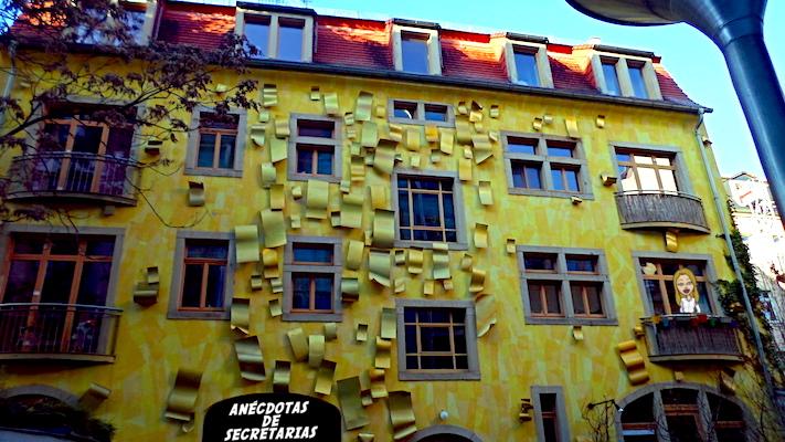 Kunsthofpassage fachada dorada
