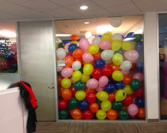 broma globos en despacho oficina