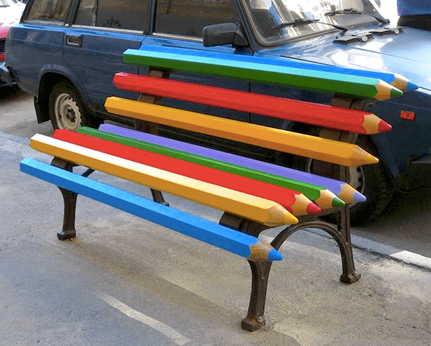 banco publico lapices de colores